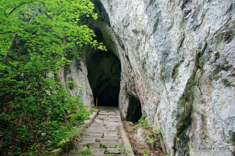 Góry Cernei – Peștera Hoţilor